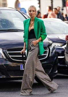 One of our favorite looks from Paris Street Style Spring .One of our favorite looks from Paris Street Style Spring . Street Style Trends, Look Street Style, Street Style Summer, Street Chic, Street Style Women, Paris Street, Street Styles, Simple Street Style, Trend Fashion