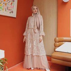 Bahan Mosscrepe mix brukat tile Ld 100 Pb by Dress Brukat, Hijab Dress Party, Kebaya Dress, Dress Pesta, The Dress, Dress Outfits, Dress Brokat Muslim, Dress Brokat Modern, Muslim Dress