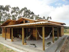 Casa de campo em madeira tratada com estrutura do telhado de madeira roliça de eucalipto com caibros aparentes. - Balneário Gaivota - SC - Projetos | Arte & Telhado - Tudo de Telhado, Tudo com Cuidado