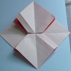 Let's create: Paper Bow Tutorial Rolled Paper Flowers, Paper Flowers Craft, Flower Crafts, Diy Papier, Newspaper Crafts, Gift Bows, Bow Tutorial, Diy Origami, Ribbon Bows
