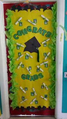53 Classroom Door Decoration Projects for Teachers - Big DIY IDeas Graduation Songs, 5th Grade Graduation, Graduation Crafts, Kindergarten Graduation, Graduation Decorations, School Decorations, Preschool Door, Preschool Activities, Class Door