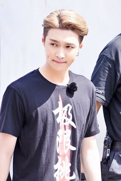 Those dimples may be the death of me! Lay Exo, Kris Wu, Luhan And Kris, Baekhyun Chanyeol, Yixing Exo, Kaisoo, Exo Ot12, Tao, Shinee