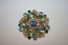 VINTAGE LARGE ROUND BROOCH WITH LIGHT BLUE AND CLEAR ARORA BOREALIS CRYSTALS