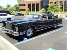 77 Lincoln Towncar... My grandpa had one like this... Talk about luxury!