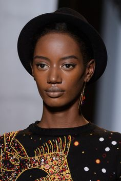 Brenda Mutoni John Galliano Fall 2015 Backstage John Galliano, Dark Beauty, Headgear, Pretty People, Stylists, Fall 2015, Hot Chocolate, Backstage, Face