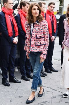 The 26 Best Front-Row Looks From Paris Fashion Week - Chanel Paris - Ideas of Chanel Paris - Paris Fashion Week front row February Sofia Coppola at Chanel Chanel Tweed Jacket, Boucle Jacket, Pink Tweed Jacket, Fashion Week Paris, Spring Fashion, Looks Chic, Looks Style, Street Looks, Street Style