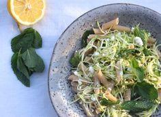 5 or less: Pasta met courgette en munt. Deze super snelle pasta staat binnen 15 minuten op tafel! #5orless #recept #diner #vega