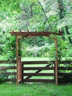 sometimes i think i wanna live on a farm instead of the city and just enjoy nature - Alles über den Garten Front Yard Fence, Farm Fence, Diy Fence, Farm Yard, Arbor Gate, Wood Arbor, Outdoor Spaces, Outdoor Living, Covered Pergola