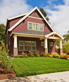 Curb appeal is important when selling your house. Take a look at these 10 quick curb appeal fixes to sell your house faster and for more money.
