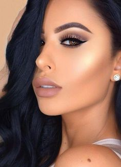 Luxe Liner + Contouring + Highlight + Nude Lips + Champagne Eyelid + Brown Outer V                                                                             Source