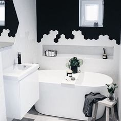 B Λ T H R O O M  @carlberg_home is so fresh and funny. Always making me smile and in her bathroom (one of them) she has proven that you can do great things in a small room. This bathroom is amazing  _______________________________________________________ . . . . . #bobedre #interior4all @interior4all #nordichome @nr13b #finahem @finahem #whiteinterior @white.interior #skandinaviskehjem #ukensprofil @hanneromhavaas #modernismweek @dreaminteriors #monochrome #scandinavianhome @scandinavi...
