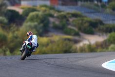 Leon Camier signing off the 2013 World Superbike season at Jerez on the FIXI Crescent Suzuki GSX-R1000 #WSBK