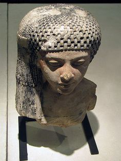 A princess of the family of Akhenaten, from Amarna, Dynasty XVIII.   Musee du Louvre. E14715