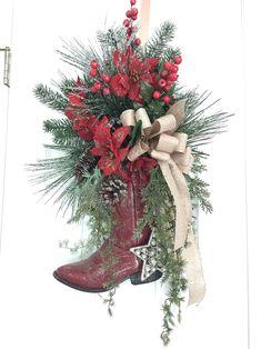 Western Christmas Decorations, Farmhouse Christmas Decor, Xmas Decorations, Cemetery Decorations, Christmas On A Budget, Christmas Home, Christmas Wreaths, Christmas Snowman, Christmas Arrangements