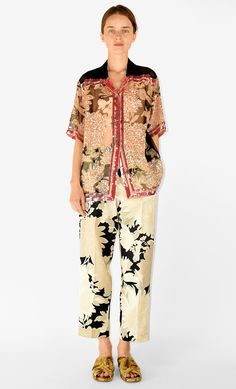 Born in Antwerp in Dries Van Noten is the third generation in a family of tailors. Latest men and women collections, special projects and shows. Fashion 2018, Fashion Outfits, Womens Fashion, Mélanger Les Impressions, Dries Van Noten, Mixing Prints, Fashion Prints, Get Dressed, What To Wear