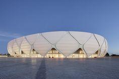 Arena da Amazônia - FIFA World Cup 2014 - Manaus, Brasile - 2014 - gmp Architekten Stadium Architecture, A As Architecture, Contemporary Architecture, Beautiful Architecture, Minecraft Architecture, Building Structure, Green Building, Building Materials, Roof Structure