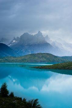 http://media-cache-ak0.pinimg.com/originals/69/da/b2/69dab2700c1c611781dc272b3b798335.jpg, Mountains, Haze, blue, clear, water, Reflection, lake, trees, green