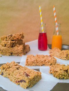 my blissfood: Μπάρες δημητριακών με ταχίνι και βρώμη Sweet Recipes, Vegan Recipes, Cooking Recipes, Oat Bars, Time To Eat, Energy Bites, Snack Bar, Tahini, Granola