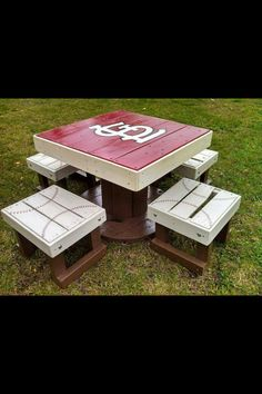 Louis Cardinals patio table on FB but change to Cubs Outdoor Tables, Patio Table, Diy Table, Outdoor Fun, Outdoor Decor, Picnic Tables, Table Bench, Diy Patio, Outdoor Projects