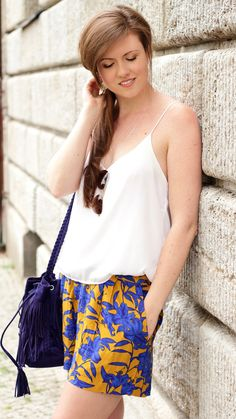 Summer outfit | Summer look with colourful shorts, a white top and a blue bucket bag | brunette | brown hair | girl | girly | smile | JustMyself