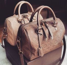 Women Fashion Style New Collection For Louis Vuitton Handbags, LV Bags to Have New Louis Vuitton Handbags, New Handbags, Louis Vuitton Speedy Bag, Fashion Handbags, Fashion Bags, Louis Vuitton Monogram, Fashion Women, Tote Handbags, Fashion Trends