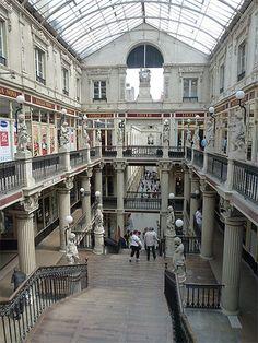 Le passage Pommeraye est une galerie marchande du centre de Nantes. Construit de 1841 à 1843, il est classé monument historique depuis le 26 décembre 1976. Ce passage mixte est constitué de commerces et d'habitats. Il relie la rue de la Fosse à la rue Santeuil et à la rue Crébillon, mettant un trait d'union entre le quartier de la place du Commerce et celui de la place Graslin.
