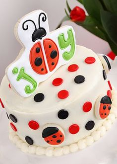 lady bug birthday cake idea to tie in the green for the frogs for the boys Ladybug Cakes, Ladybug Party, Honey Chicken Kabobs, San Antonio, Princess Cupcakes, Beautiful Desserts, Beautiful Cakes, Love Cake, Birthday Parties