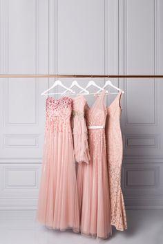 Tendance de l'heure côté mariage : Agencez les robes de vos demoiselles d'honneur grâce à notre sélection de modèles d'une teinte délicate de rose fard. Pour voir la sélection complète de robes, chaussures et accessoires pour votre cortège, rendez-vous à la Boutique mariage en ligne de LE CHÂTEAU.