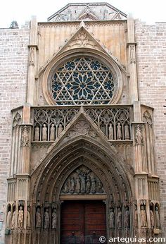 Puerta occidental gótica de la catedral de Valencia   Spain