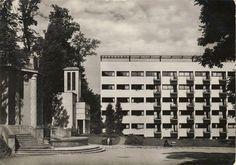 Hlavná budova na fotografii je Liečebný dom Machnáč , a na okraji je stará vodná elektráreň pri nej evanjelický kostol .