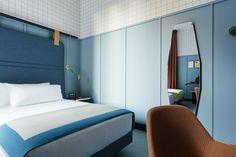 Dans l'hypercentre de la capitale lombarde, Patricia Urquiola a imaginé un hôtel de prime fraîcheur qui dialogue avec l'histoire de la ville. Une chambre du Room Mate de Milan.