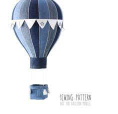 Stoffanhänger - Heißluftballon mit Korb und Fahnen - ein Designerstück von JoHandmaDedesign bei DaWanda