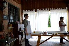 #cooking #lesson: sull'attenti, non si sa mai. Ricardo Piana, a sinistra e Michela Iorio. #sharefoodaybo (foto di Barbara Gozzi)