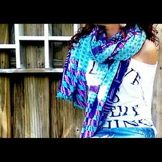 Innouitoosh Paris Luxurious Oversized Scarf/Wrap Scarves by Parisian label Inouitoosh feature richly coloured prints on super-lightweight, yet delightfully warm fabrics. The generous scale of these scarves makes them incredibly versatile to wear. Fabric made from 100% cotton. New without tags. Inouitoosh Accessories Scarves & Wraps