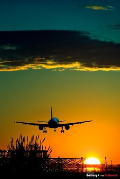 """""""I want to travel across the world and breathe the air of new places. Beautiful Sunset, Beautiful World, Beautiful Places, Amazing Sunsets, Beautiful Morning, Belle Photo, Cool Photos, Aircraft, Scenery"""