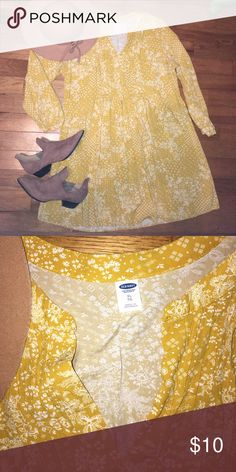 Floral dress! Very cute and comfy! Fits flowy so could probably fit up to a 2XL! Old Navy Dresses Long Sleeve