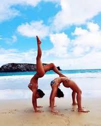 Risultati immagini per como tirar fotos na praia com amiga