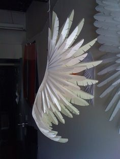 paper wings by lea Paper Art, Paper Crafts, Diy Crafts, Paper Owls, Origami Lamp, Paper Cutting, Cut Paper, Paper Flowers, Arts And Crafts