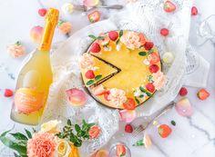 Raikas Fresita-Juustokakku (G) on raikas aikuisten kakku joka sopii brunssille tai piknikille! Testaa uutuus Fresita Orange Sunset kuohuviiniä myös sellaisenaan ja ihastu! Good Food, Yummy Food, Most Delicious Recipe, Sparkling Wine, Cheesecakes, Camembert Cheese, Panna Cotta, Cake Decorating, Baking