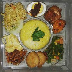 Snack Box, Bento Box Lunch, Snack Recipes, Dessert Recipes, Snacks, Desserts, Food N, Food And Drink, Batam
