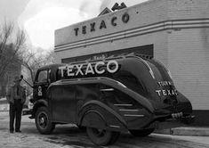 Old gas stations Antique Trucks, Vintage Trucks, Cool Trucks, Big Trucks, Rat Rods, Fuel Truck, Cities, Vintage Gas Pumps, White Truck