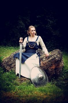 "The ""Nordlig Hjerte"" Shooting Projekt ""The Shieldmaiden"" Ⓜ️ > Franzi > ""the fine Art of catching Light"" by Pit Theiss #thefineartofcatchinglight #pittheissphotography #photopoetry #storytelling #fineartphotography #portraitphotography #medieval #germanmythology #mythology #fantasy #vikingstyle #nordic #asatru #history #vikinglife #vikings #norce #norcemythology #shieldmaiden #pagan #veturinnnálgast #reenactment #medievalhistory #nordlighjerte"