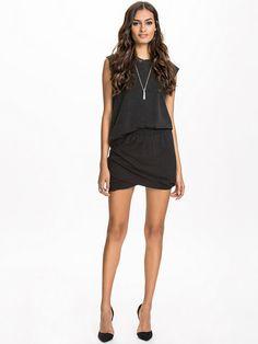 http://nelly.com/pl/odziez-dla-kobiet/odziez/spódnice/nly-trend-917/twisted-jersey-skirt-917962-14/