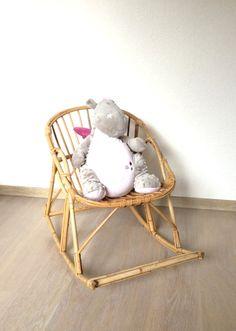 Petit fauteuil rocking chair  d'enfant en bambou et rotin vintage. Rattan rocking-chair de la boutique lifestyle66 sur Etsy