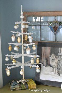 "The ""Christmas"" Guest Room Christmas 2014, Gold Christmas, Vintage Christmas, Merry Christmas, Christmas Projects, Christmas Ideas, Holiday Ideas, Christmas Decorations, Christmas Ornaments"