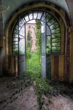 Abandoned Castle #Castles| http://famouscastlesimogene.lemoncoin.org