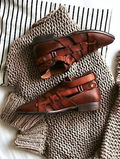 Shop the latest women's shoes, from heels to flats + trainers. Try new looks from Free People, Jeffrey Campbell, Birkenstock + more. Cute Shoes, Sock Shoes, Me Too Shoes, Flat Shoes, Ugg Boots, Shoe Boots, Shoe Bag, Fall Boots, Look Fashion