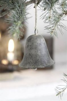 Check Out 33 Stylish Shades Of Grey Christmas Decor Ideas. Everyone loves Christmas! Every year we gather, decorate our homes, trees, cook amazing dinner and warm up together. Natural Christmas, Christmas Bells, Little Christmas, Country Christmas, Christmas Colors, All Things Christmas, Winter Christmas, Vintage Christmas, Christmas Decorations