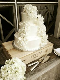 Publix wedding cake with a addition of real hydrangeas - diff flowers Eco cake