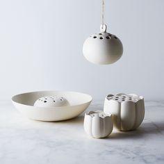 Ceramic Flower Frog Vase on - large vase Pottery Plates, Slab Pottery, Ceramic Pottery, Ceramic Flowers, Ceramic Bowls, Stoneware, Vase Centerpieces, Vases Decor, How To Make Terrariums